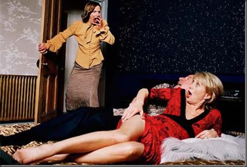 woman-catching-man-cheating-in-bed